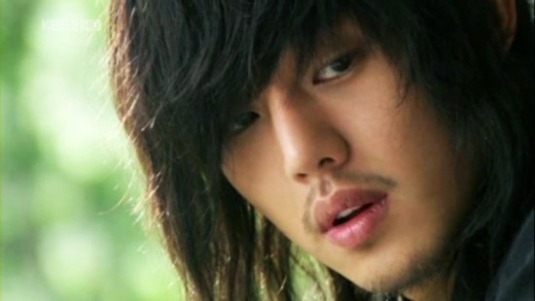 http://dramascenes.files.wordpress.com/2010/11/yoo-ah-in-1.jpg?w=640&h=392&crop=1