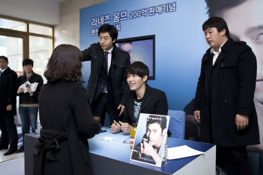 http://dramascenes.files.wordpress.com/2011/01/hyun-bin-laneige-fan-meeting-4.jpg?w=600