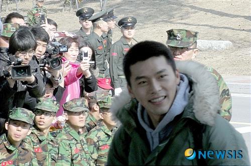 Kim Hyun Bin - Page 2 Hyun-bin-enlistment-15