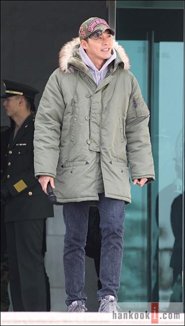 Kim Hyun Bin - Page 2 Hyun-bin-enlistment-8